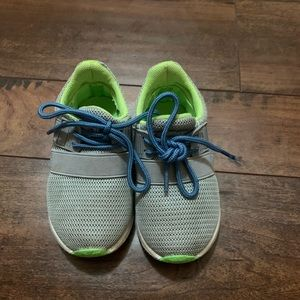 Toddler size 6 Oomphies Shoea